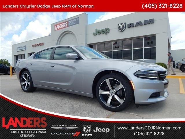 New 2017 DODGE Charger SE